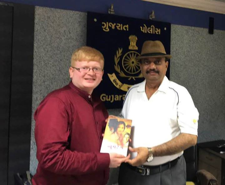 Ronak Shah from Navbharat Sahitya Mandir presenting #Boomrang written by Kamini Sanghvi to the #IGP #AKJadeja!  #NavbharatSahityaMandir #Books #Reading #LoveForReading #BooksLove #BookLovers
