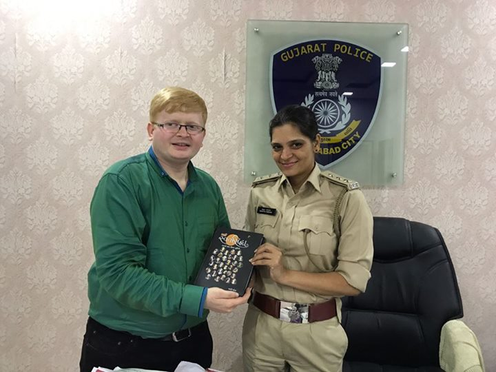 Ronak Shah from Navbharat Sahitya Mandir with the very inspirational #ACP Ahmedabad City Police Manjita Vanzara.   #NavbharatSahityaMandir #Books #Reading #LoveForReading #BooksLove #BookLovers