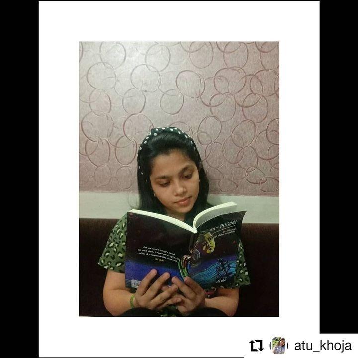 મેડિકલ ની વિદ્યાર્થિની, અંતુમ ખોજાનો 'અ-માણસ' વાંચ્યાનો અનુભવ.   #Repost @atu_khoja • • • • • • The best is when you find a book, you can't put down, and this book caught my attention 😇 #AMANAS @drashti_soni . . Thank you very much!!!  શરૂઆતથી અંત સુધીની આખી યાત્રાનાં જે સાક્ષી રહ્યાં હોય, એમનાં હાથમાં આ યાત્રા નું ફળ જોઈને હદ હદ રાજીપો થાય છે. 😌 Thanks, @atu_khoja  . . #Amanas #book #books #reader #reading #published #navbharatsahityamandir #readmore #readers #gujarat #gujarati #literaturelovers #literature #sahitya #writer #writing