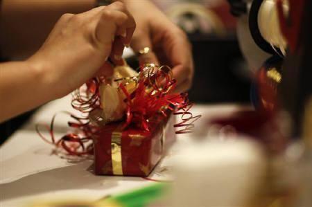 તમે દર વાર-તેહવારે મિત્રોને, પ્રિયજનો નો કે ઓફીસ માં કોઈ ને અને કોઈ ને તો કંઈક ને કંઈક તો ભેટ આપતા જ હશો ને?    શું પ્લાન છે.....આ દિવાળી માં શું આપશો?