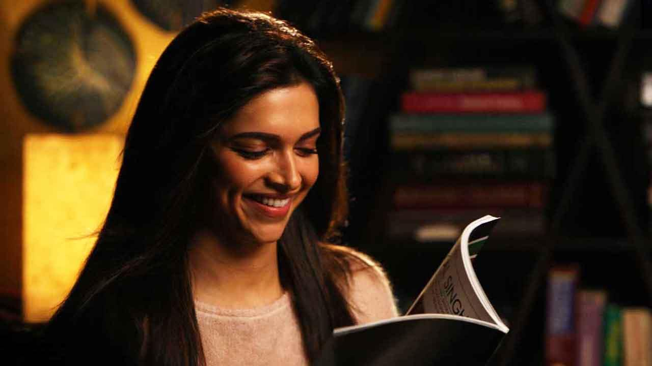 10 Blissful Moments Only A Book Lover Can Experience  Happy Reading!